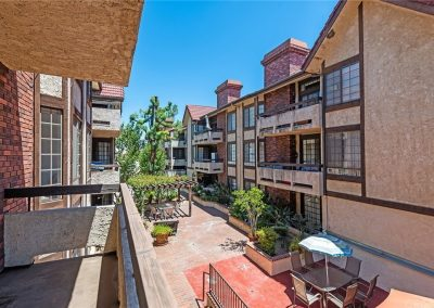 5534 Encino Ave - Balcony View 2