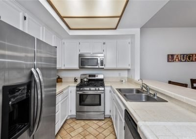 5534 Encino Ave - Kitchen