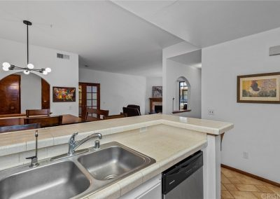 5534 Encino Ave - Kitchen View